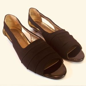Soft Style by Hush Puppies Black Low Wedge 8 1/2M
